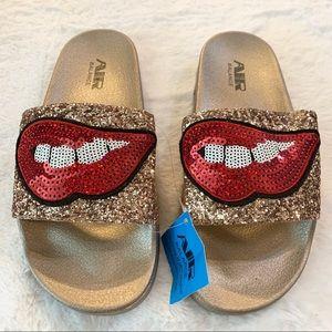 NWT Gold Glitter Lips & Teeth Slide Sandals Size 8